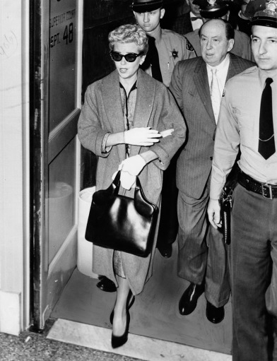 Lana Turner arrives in court for the murder trial of Johnny Stompanato. 1958.