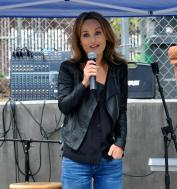 Giada DeLaurentis talks at a charity event for Wonderland School. She must live in Laurel Canyon.