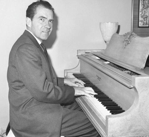 1nixon-piano-beverly-hills-1962
